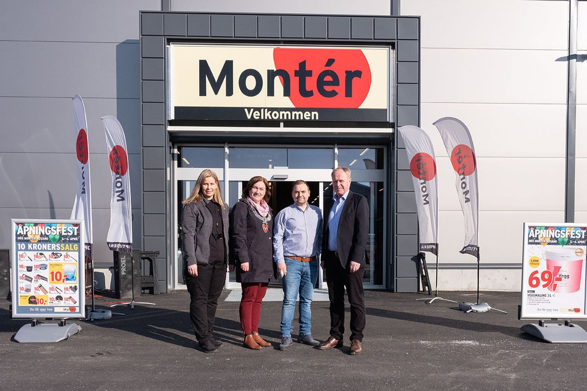Daglig leder Tone Kvarsvik (fra venstre), Averøy-ordfører Ingrid O. Rangønes, daglig leder i Betonmast Røsand Eskild Røsand og Knud Holm, direktør i Montér og Optimera Proff.