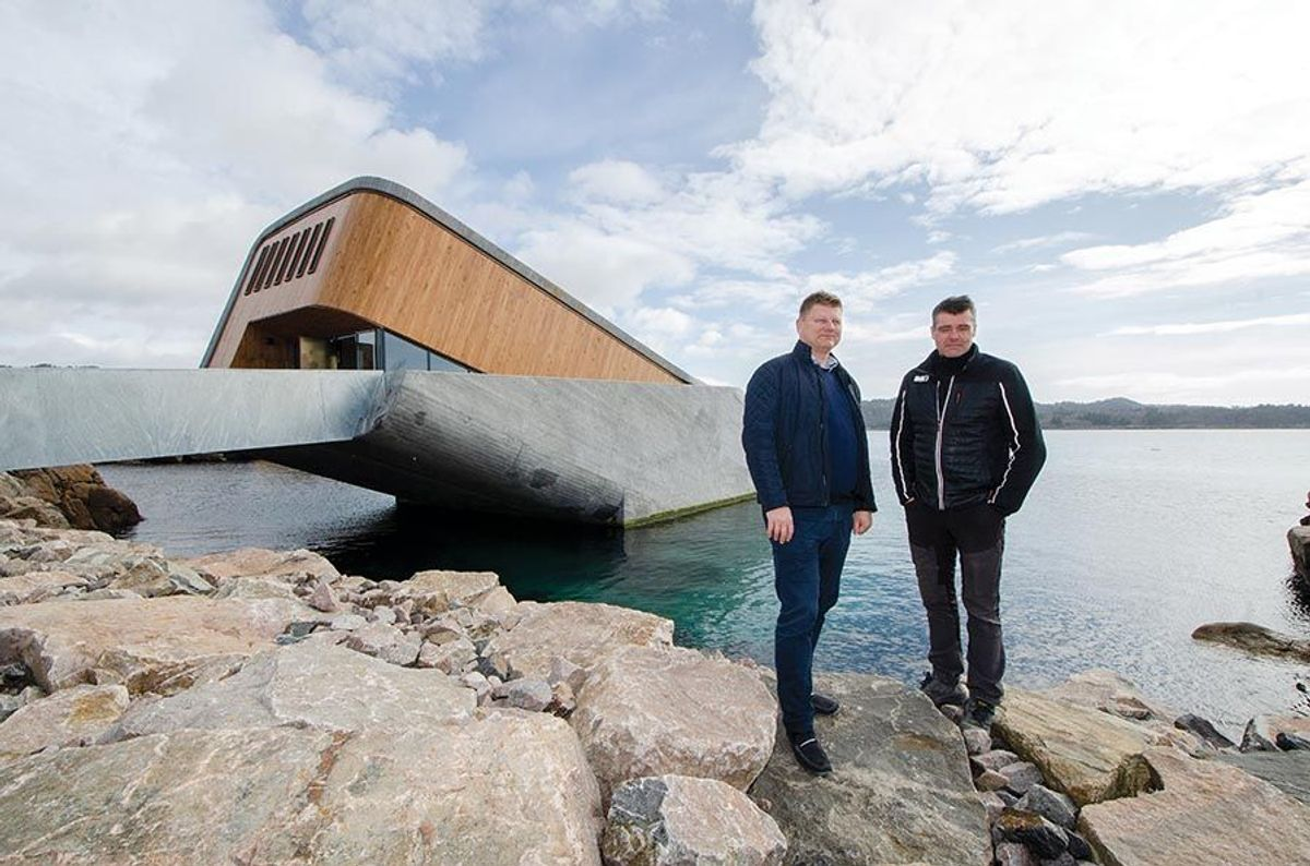 Prosjektleder Leif Lans (til venstre) og anleggsleder Stanley Håland i entreprenør BRG forteller at de er stolte av hva de har fått til på Under.