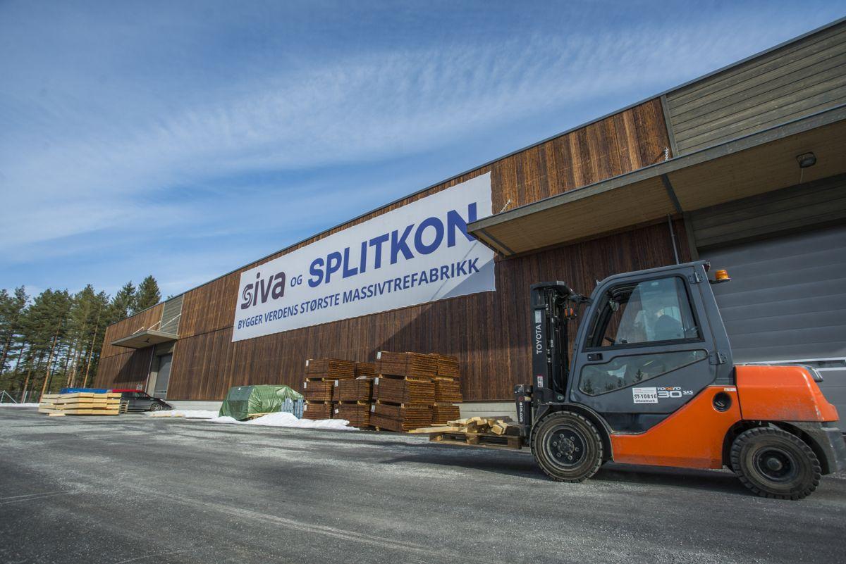 <p>Splitkons nye fabrikk er verdens største og mest avanserte massivtrefabrikk. Foto: Sondre Garås</p>