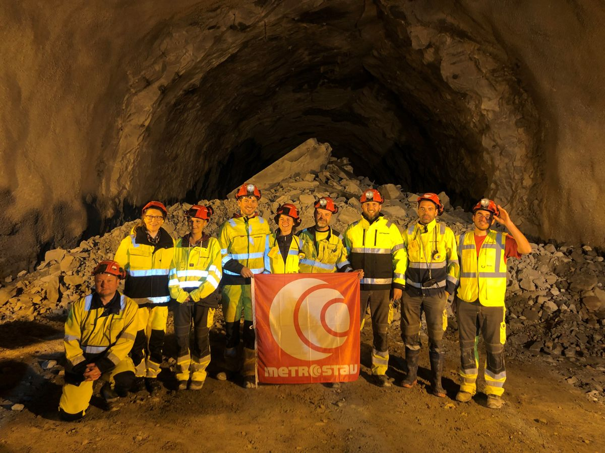 <p>Det er arbeidsfellesskapet Metrostav NUF / Bertelsen & Garpestad AS som er hovedentreprenør ved fv. 714-prosjketet hvor Slørdalstunnelen inngår.</p>