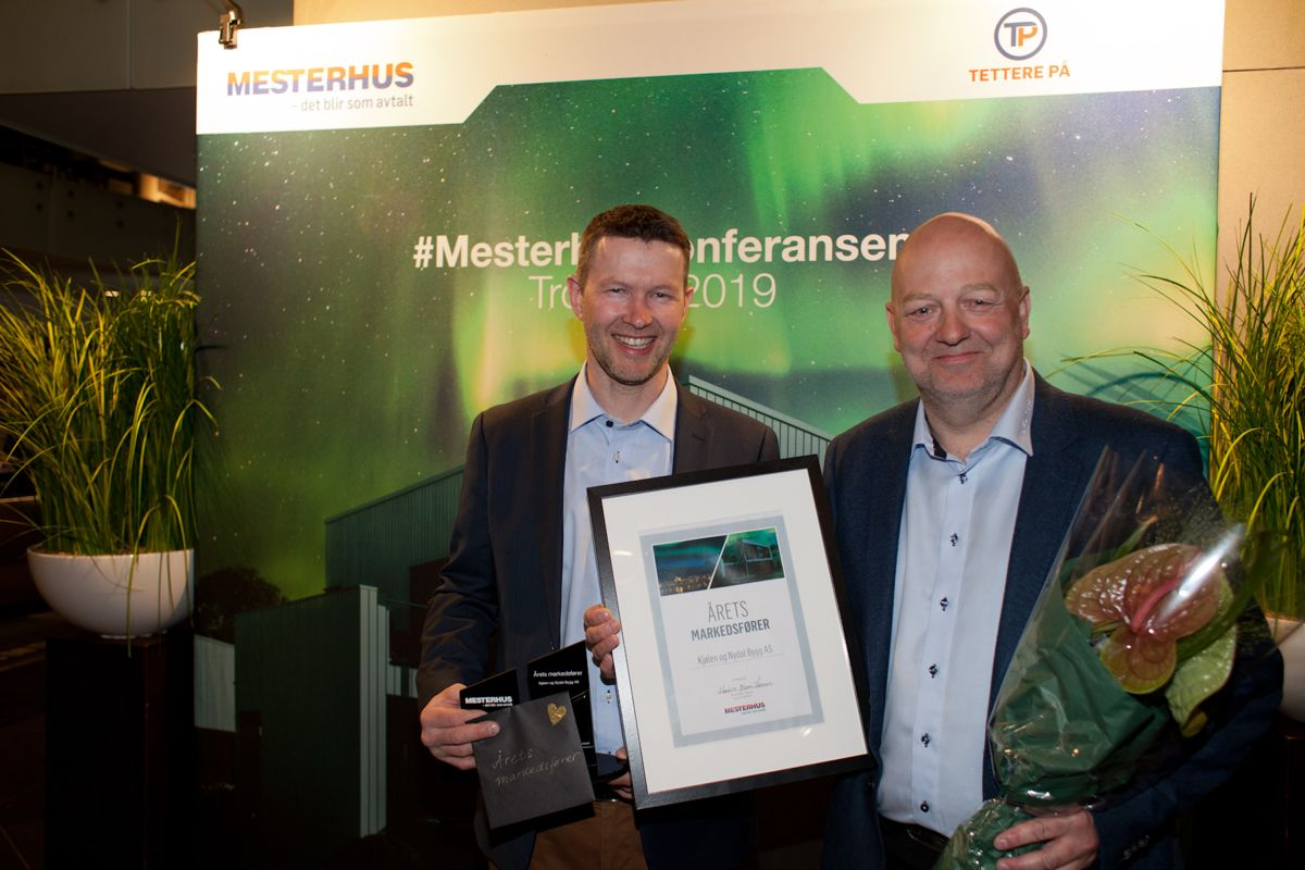 Årets markedsfører: Kjølen og Nydal bygg AS. Fra venstre mot høyre, Åge Indahl og Leif Skjevik. Foto: Stina Grønbech