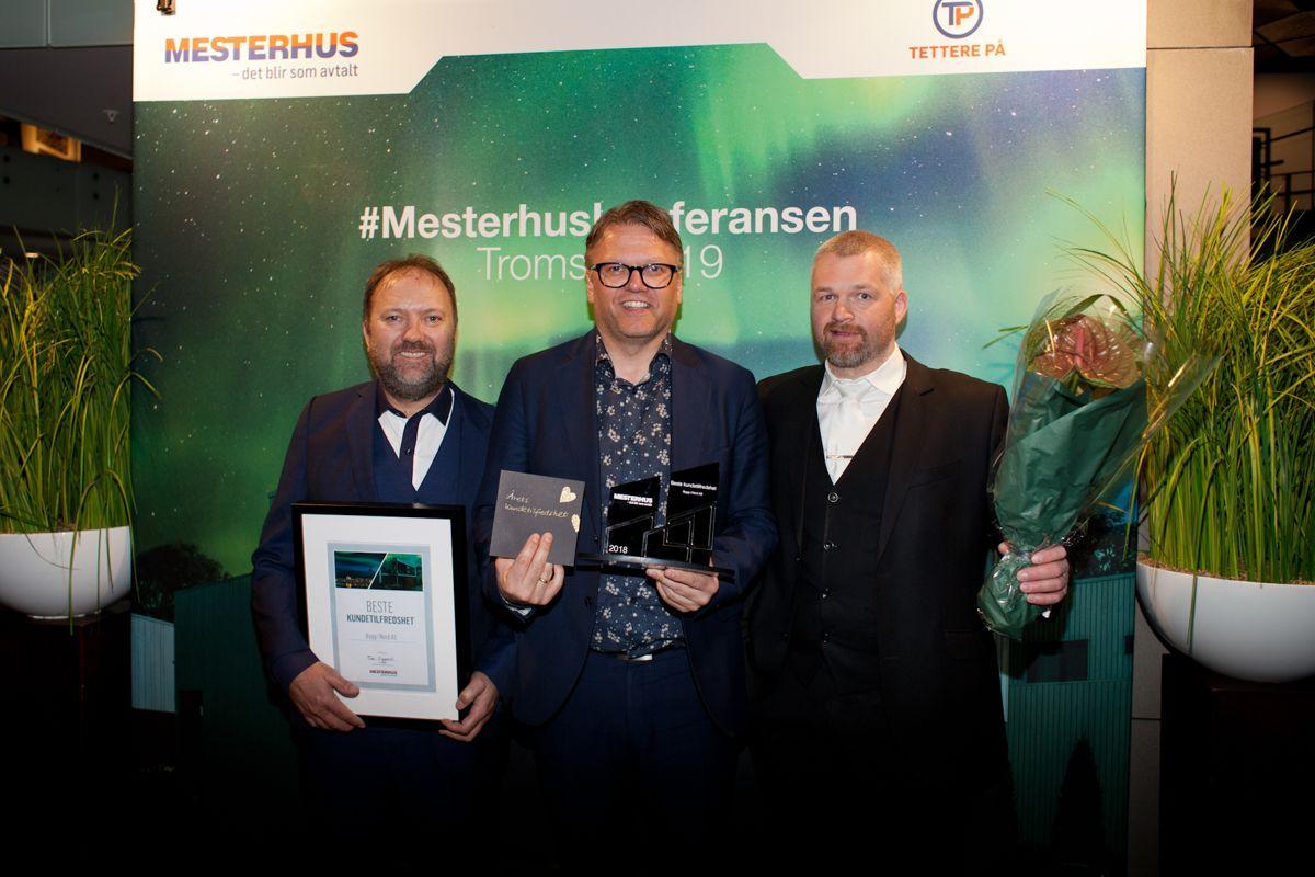 Årets beste kundetilfredshet: Bygg i Nord AS. Fra venstre mot høyre Jon Roar Edvardsen, Ørjan Johnsgård og Thomas Åsali Jenssen. Foto: Stina Grønbech