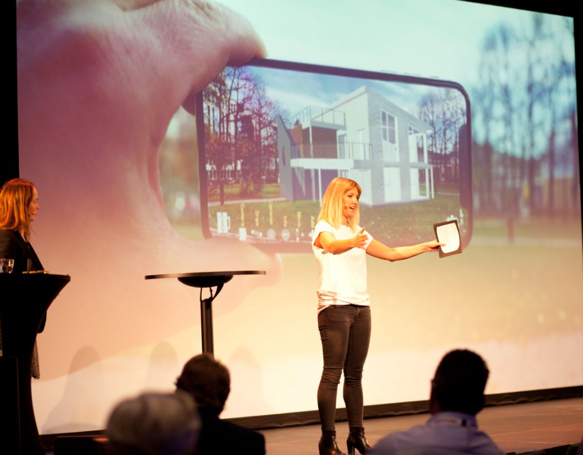 Digitalansvarlig Tine J. Nygaard forteller om den viktige kundereisen. Foto: Stina Grønbech