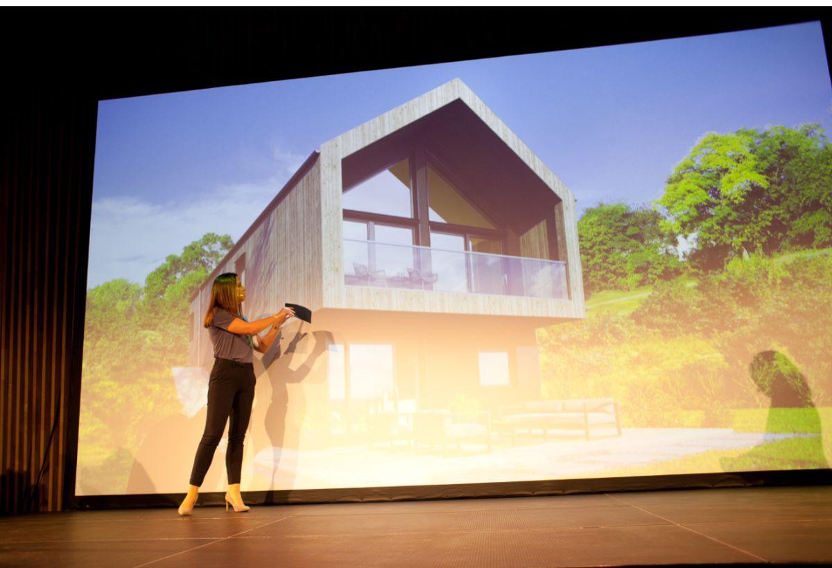 Arkitekt Trine Tellefsen, fra Klepp Prosjektering er med på lanseringen av de fire nye kataloghusene. Foto: Stina Grønbech