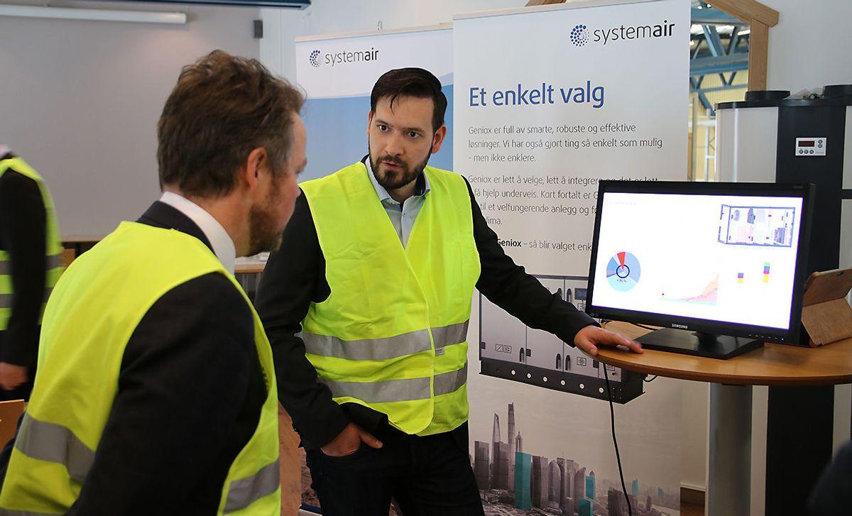 Markedssjef Amund Ona Gjul informer om flere av Systemairs produkter.