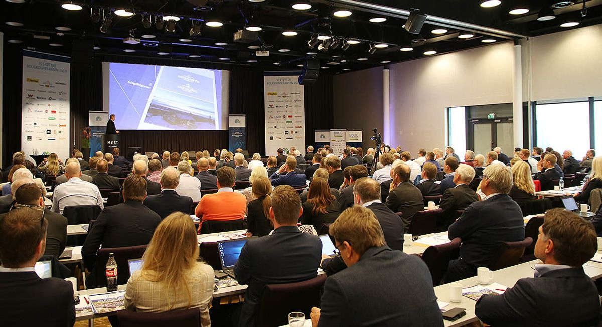 <p>Totalt deltar rundt 240 personer på Boligkonferansen 2019. Foto: Arve Brekkhus</p>