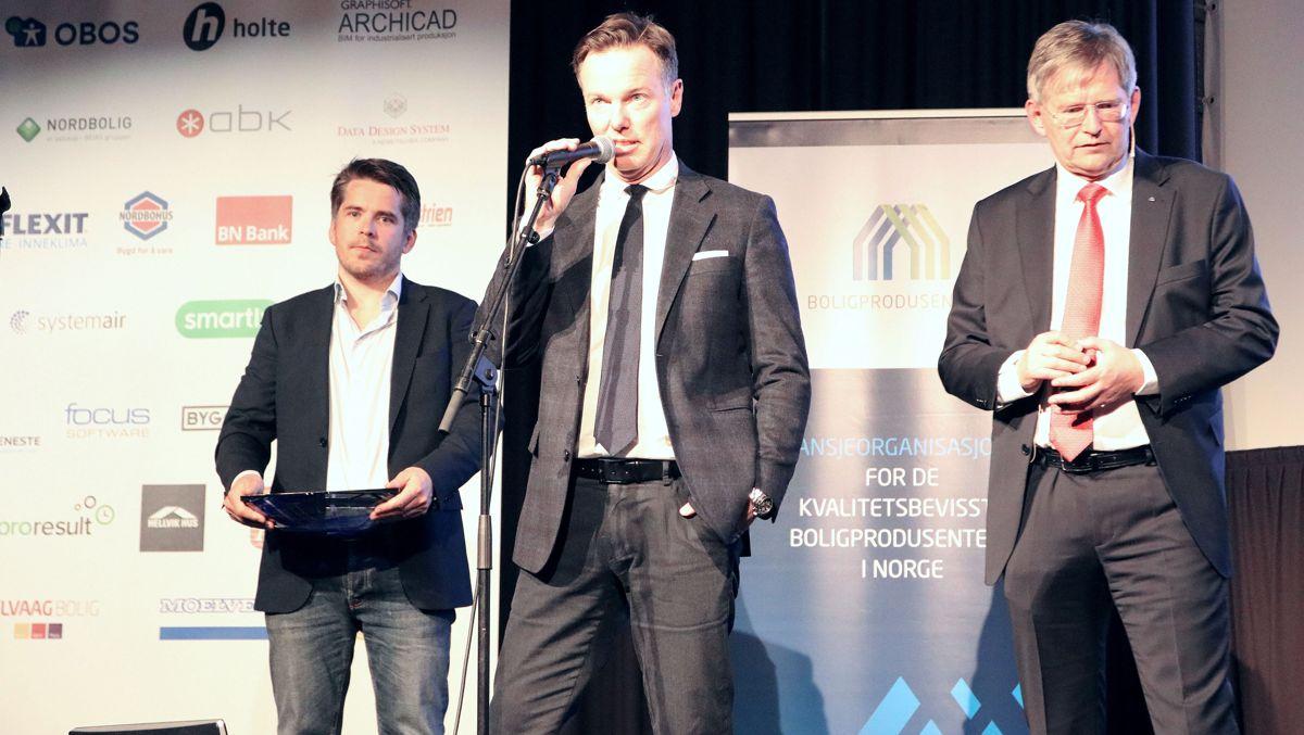 F.v. Kristoffer Gregersen (Selvaag Bolig), Olav H. Selvaag (Selvaag Bolig) og Per Jæger i Boligprodusentene.