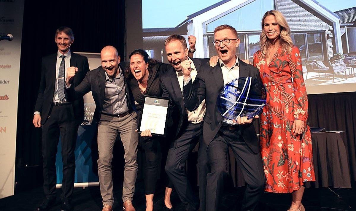 """Norgeshus EH Bolig vant prisen """"Årets småhusprosjekt"""" med prosjektet Trend 5 i Vestre Toten."""