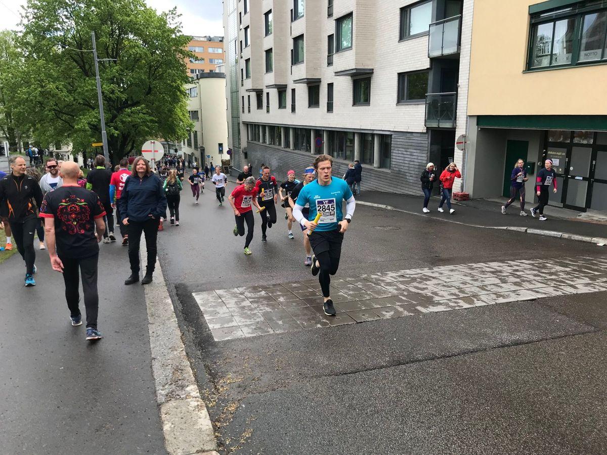 Holmenkollstafetten 2019. Andre etappe opp Norabakken i Pilestredet er tøff. Foto: Svanhild Blakstad