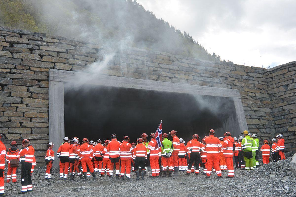 Siste tunnelsalve og siste «ladden». Foto: Geir Brekke/Statens vegvesen