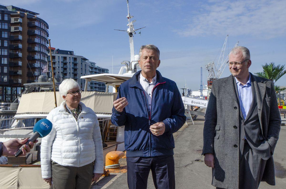 Ing-Cristine Ericson i Statens Vegvesen (fra venstre), konserndirektør Petter Eiken i Bane NOR Eiendom og styreleder Roger Schjerva i Oslo Havn.