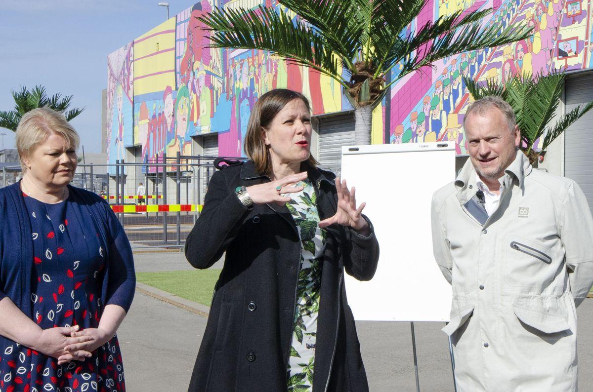 Byråd for næring og eierskap Marthe Scharning Lund (fra venstre), byutviklingsbyråd, Hanna Marcussen og byrådsleder Raymond Johansen.