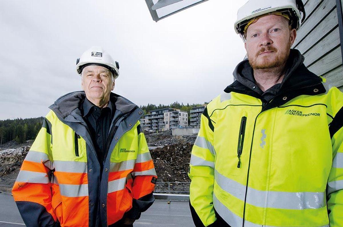 Anleggsleder Leif Eidsgaard (til venstre) og prosjektleder Trond Mjølkarli er godt fornøyde med første byggetrinn på Haneborgåsen Panorama.