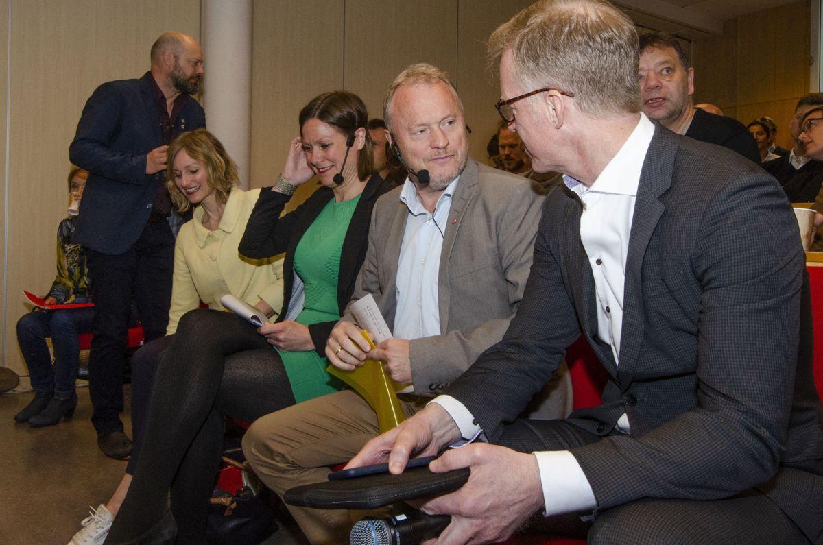 Byrådsleder Raymond Johansen og OsloMet-rektor Curt Rice (til høyre) her med oppvekst- og kunnskapsbyråd Inga Marte Thorkildsen (til venstre) og byutviklingsbyråd Hanna E. Marcussen.