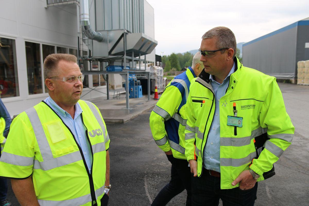 Maskinsjef Lars Nyløkken i UCO (t.v) og daglig leder Lars Brede Aandstad i Moelven Byggmodul.