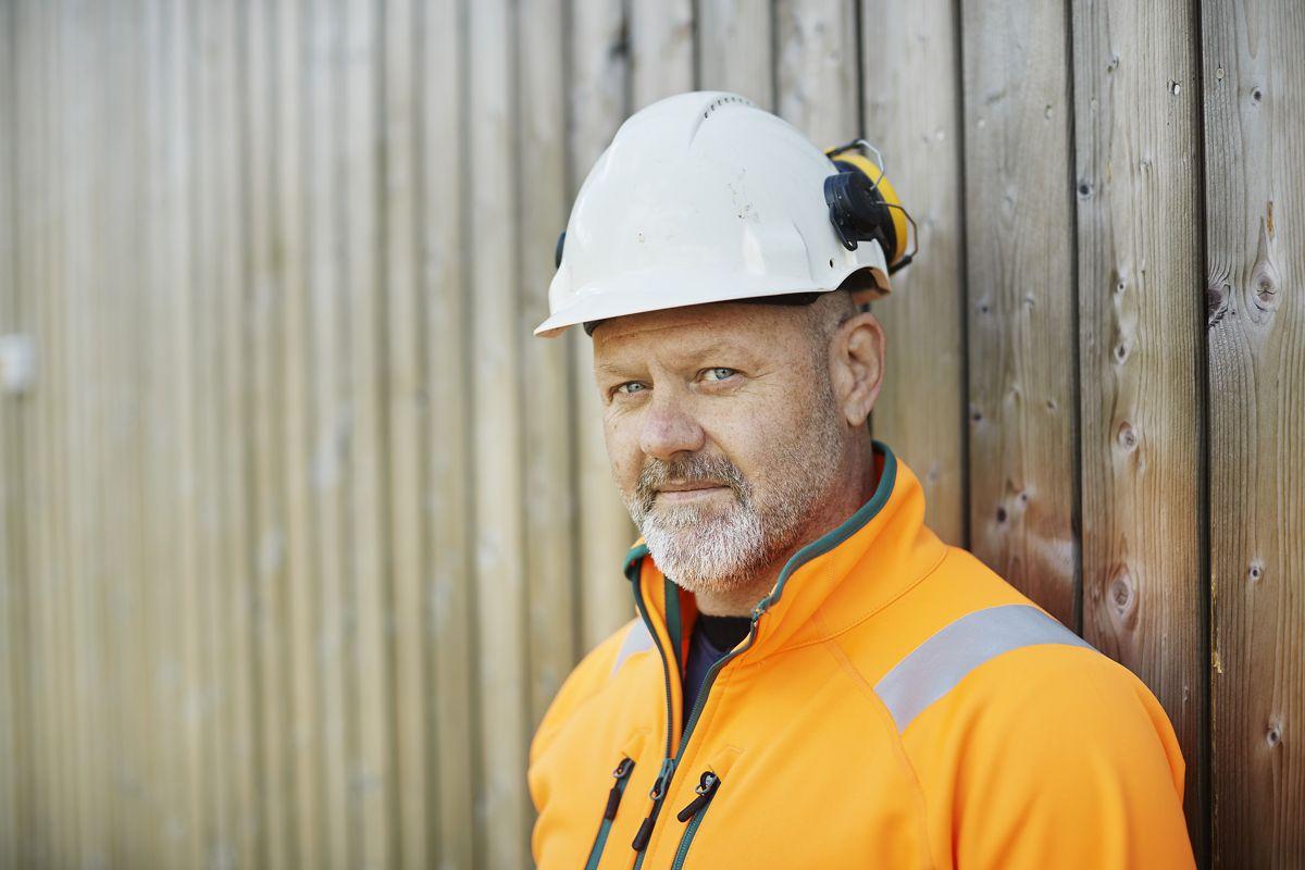 Lærer Mathias Spikare i Peabskolan i Göteborg. Foto: Bård Gudim / Peab