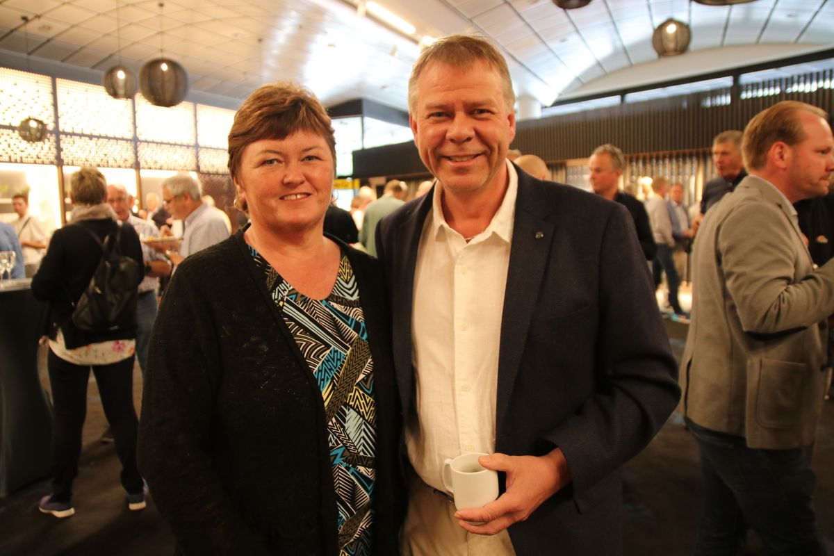 sier Arild Kolltveit fra KA Løvik AS sitter i styret i Byggmesterforbundet og er styreleder i Bygningsgruppen i Bergen. Her sammen med kona Åse Merete Kolltveit.