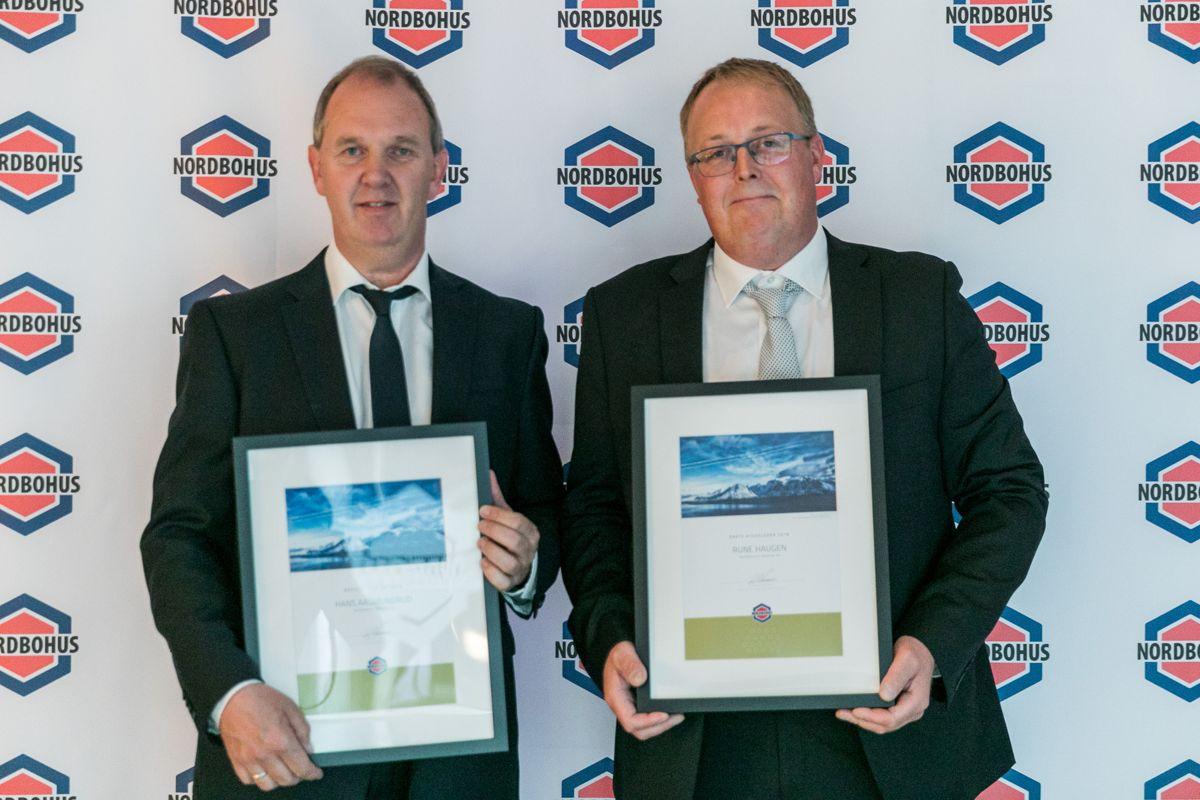 Hans Aasmundrud (t.v) og Rune Haugen (t.h) er begge fra Nordbohus Modum og fikk henholdsvis prisen for Årets Beste selger EAT 2018 og Årets beste byggeleder 2018.