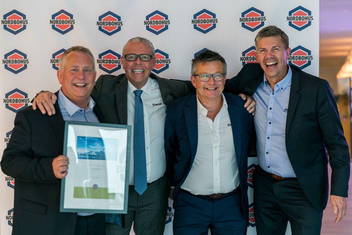 NorDan ble kåret til Årets beste leverandør 2018 i Nordbohus. Fra venstre: Arnfinn Norås, Egil Aaltvedt, Robert Withbro, Arne Martin Høstfet.