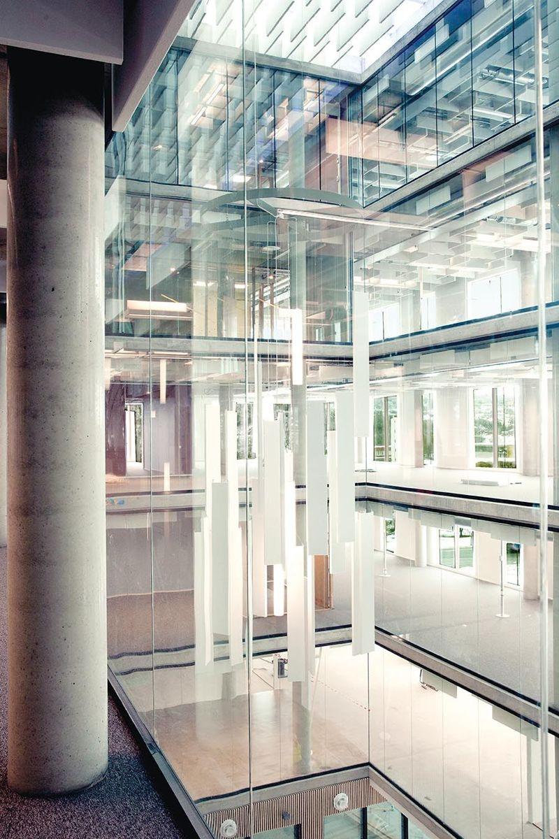 Det åpne rommet går gjennom alle etasjene. Foto: Kjeldsberg