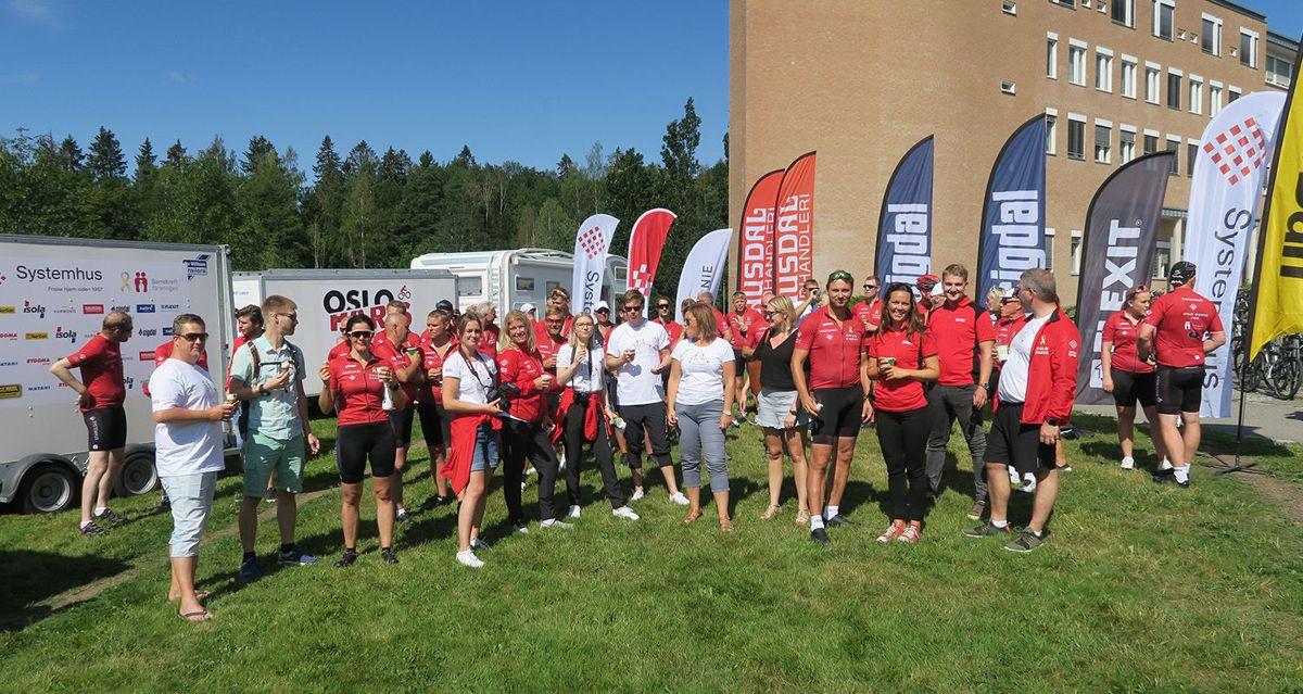 Det var en spent gjeng som gjorde seg klar til den 1.350 kilometer lange sykkelturen da de møttes ved Rikshospitalet fredag ettermiddag.