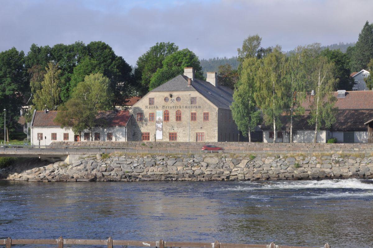 Norsk Bergverksmuseum i Sølvverkets smeltehytte fra 1844. Museet bleåpnet i 1945. Foto: Kjell Wold/Statens vegvesen