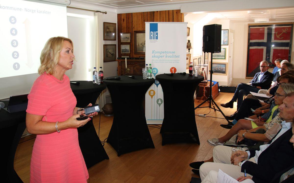 RIF-direktør Liv Kari Skudal Hansteen innledet til debatten om vedlikeholdsetterslepet i kommune-Norge.