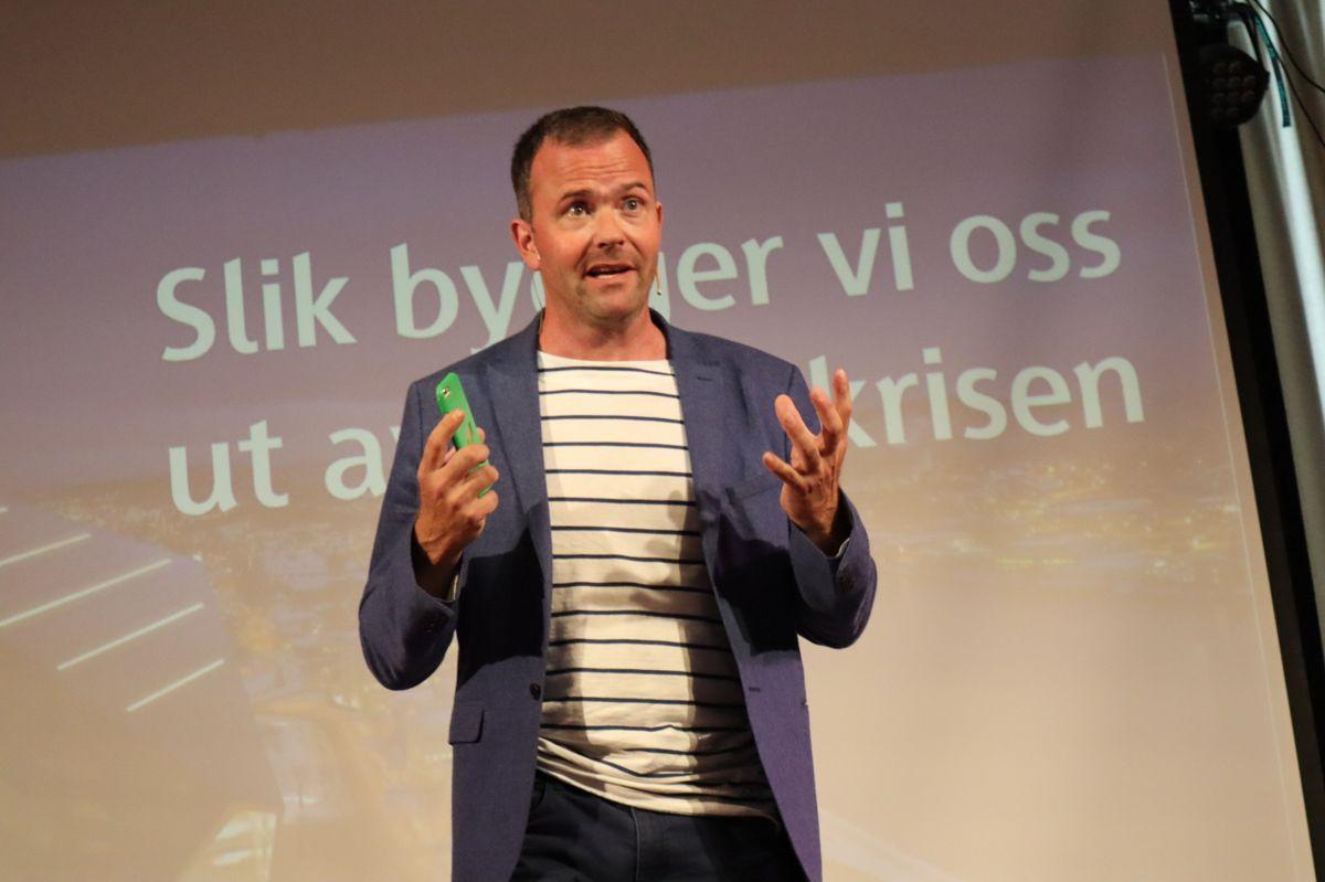 """Zeros Marius Holm var møteleder på Skanskas arrangement """"Slik bygger vi oss ut av klimakrisen"""". Foto: Svanhild Blakstad"""