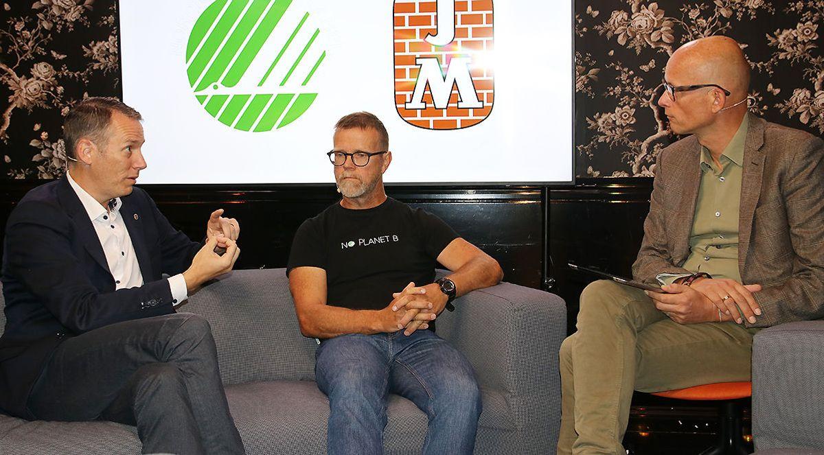 F.v. Martin Asp, administrerende direktør i JM Norge, Tormod Lien, markedsrådgiver, miljømerking i Svanemerketog og talkshowvert Erik Aasheim.