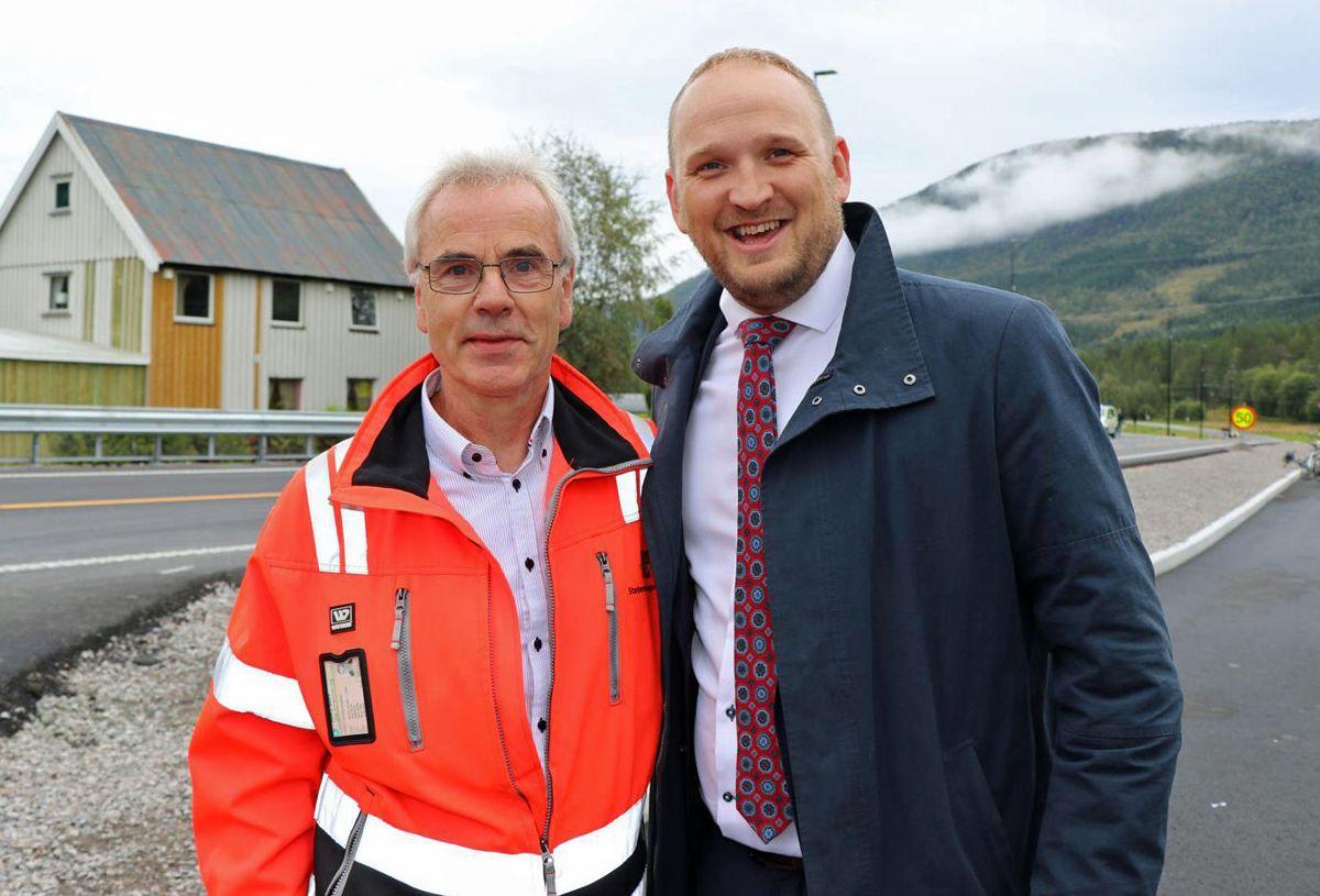 Prosjektleder Odd Helge Innerdal og samferdselsminister Jon Georg Dale. Foto: Anne Marit Ø. Johansen/Statens vegvesen