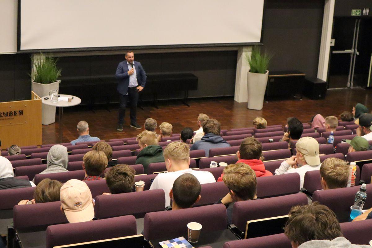 Nærmere 180 tømrerlærlinger fra Oslo og Akershus var samlet til fagdag på Kuben yrkesarena tirsdag 27. august. Foto: Svanhild Blakstad