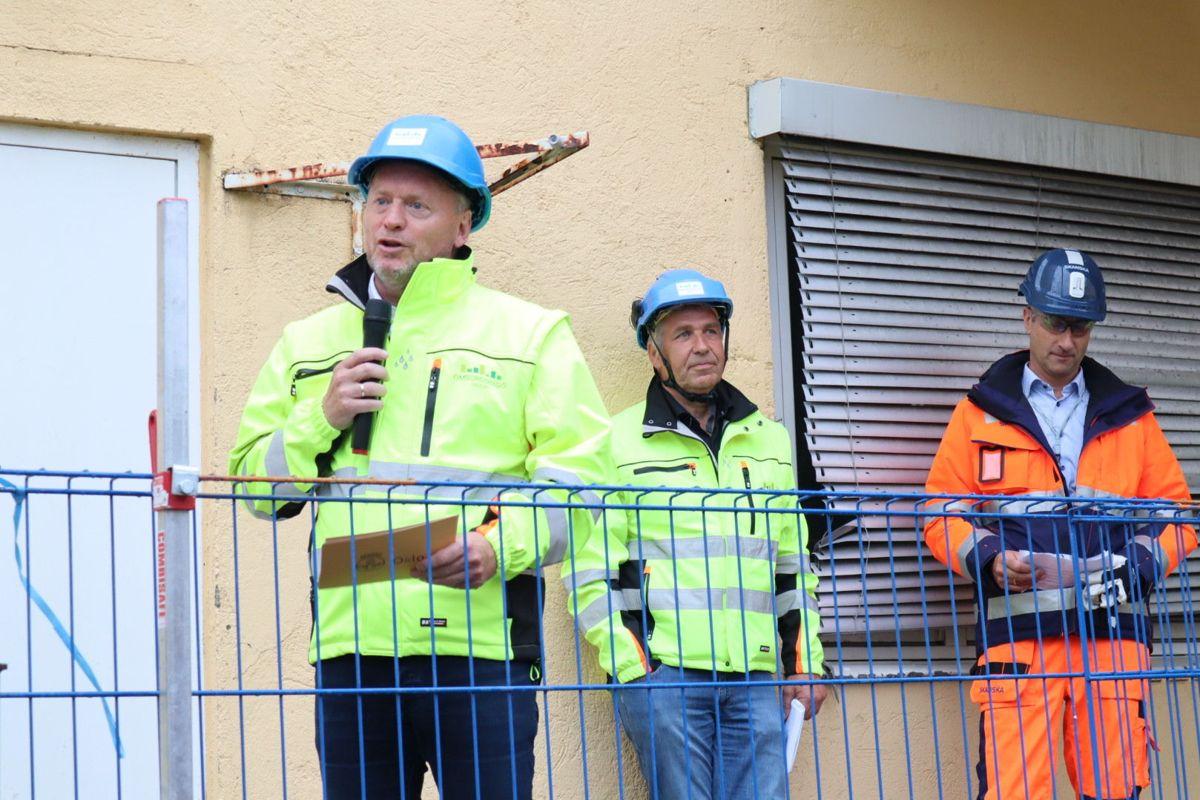 Byrådsleder Raymond Johansen (Ap) administrerende direktør Tore Fredriksen i Omsorgsbygg, og konsernsjef Ståle Rød i Skanska. Foto: Svanhild Blakstad
