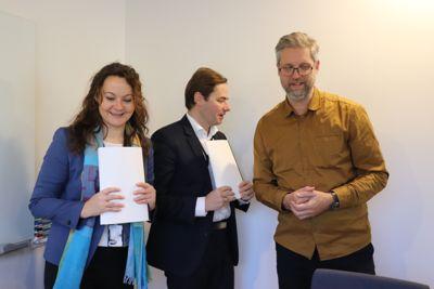 Statssekretærene Rebekka Borsch (V), Lars Jacob Hiim (H) og forsker Marius Grønning er alle enige om det trengs flere planleggere. (Foto: Tone Holmquist)
