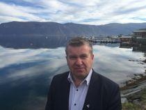 Lyngen-ordfører Dan Håvard Johnsen (Sp) er svært godt fornøyd med å ha fått inn ti gode søkere til stillingen som rådmann. Foto: Lyngen kommune