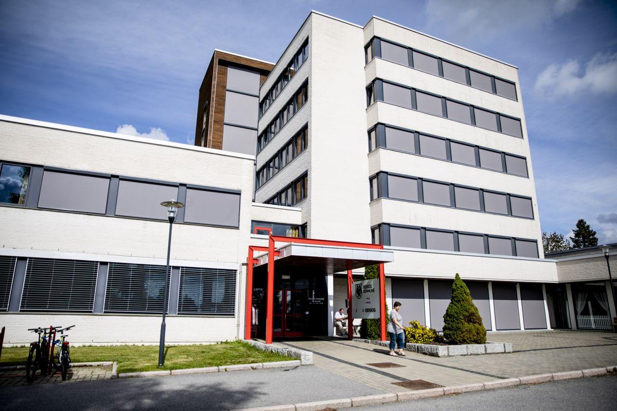 Får kritikk: I rådhuset i Eidskog må administrasjonen konstatere at en HMS-rapport kritiserer kommunen for måten varsleren har blitt behandlet. Men, rådmannen mener at HMS-rapporten er helt ukjent for kommunen. Foto: Magnus Knutsen Bjørke