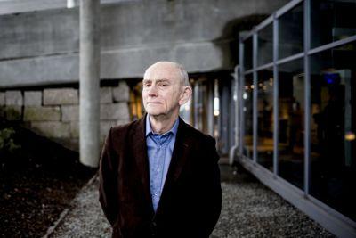 Professor emeritus Jan Fridthjof Bernt ved Universitetet i Bergen er kritisk til måten statssekretær Raymond Robertsen henvendte seg til Nordkapps kommunedirektør.