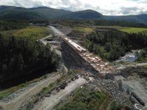Fylkene skal ta over ansvaret for å administrere fylkesveiene fra 2020. Her fra byggingen av «Lakseveien» ut til kysten sør i Trøndelag. Foto: Statens vegvesen
