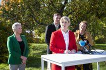Arbeiderpartiets Tonje Brenna blir ny fylkesrådsleder i Viken. Tirsdag presenterte Ap, Sp, MDG og SV sin nye samarbeidsplattform. Fra venstre: Anne Beathe Tvinnereim (Sp), Tonje Brenna (Ap), Kristoffer Robin Haug (MDG) og Camilla Sørensen Eidsvold (SV). Foto: Berit Roald / NTB scanpix