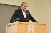 Riksrevisor Per-Kristian Foss er kritisk til hvordan Bufetat overholder bistandsplikten til det kommunale barnevernet. Arkivfoto