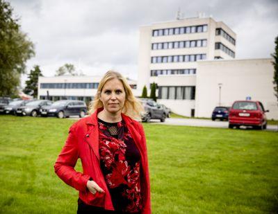 Ordfører Kamilla Thue (Ap) i Eidskog mener at rådmannens inhabilitet ikke lenger har noen praktisk betydning. Hun er likevel åpen for å saksøke Staten.