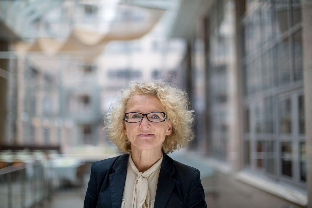 – Vi må akseptere noe smitte for å holde tjenestene til barn og unge åpne, sier Bufdir-direktør Mari Trommald. Hun leder koordineringsgruppen som vurderer tjenestene til sårbare barn og unge under pandemien.