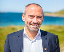 Sola-ordfører Tom Henning Slethei (Frp) vil prøve å delegere vielser til kolleger med mindre tårekanaler enn han selv har. Foto: Rune Hagelin