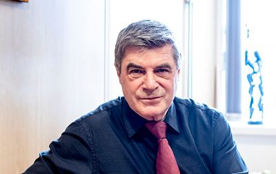 – Hammerfest var en nedslitt by. Nå er den ikke til å kjenne igjen, mener Alf E. Jakobsen, som i høst takket av etter 20 år som ordfører. Arkivfoto: Magnus Knutsen Bjørke