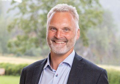– Det som var umulig for noen få år siden, sier industrien nå at de kan levere om få år, sier samferdselsdirektør Erlend Solem i Trøndelag fylkeskommune. Foto: Trøndelag fylkeskommune