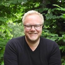 Bjørnar Tollan Jordet (SV) er også medlem i fylkesutvalget i Innlandet. Derfor er varaordførerens godtgjørelse økt til 20 prosent stilling, mens ordførerlønna er redusert. Foto: Privat