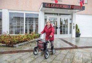 ETTER: Ny og trinnfri adkomst til hotellet er enkel å bruke for Helen-Britt Pedersen.