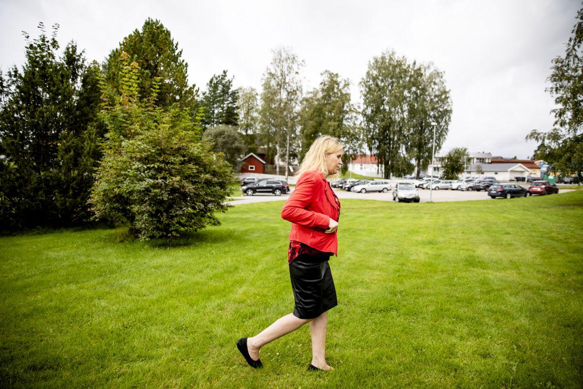 Taus: Ordfører Kamilla Thue (Ap) i Eidskog ønsker ikke å si hva hun mener om at mange politikere er kritisk til kommunens behandling av varslersaken. Foto: Magnus Knutsen Bjørke