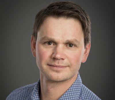 Hans Oskar Devik, ordfører i Røyrvik, håper å kunne ansette ny toppleder i starten av januar. Neste toppleder får tittelen kommunedirektør.