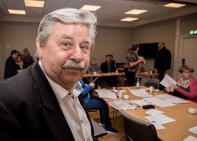 Kontrollutvalgsleder Staal Nilsen (Frp) forsvarer forvaltningsrevisjonen, som ble kritisert av rådmannen og en KS-advokat, og mener det er gjort et godt arbeid. Foto: Stian Hansen, Finnmarken