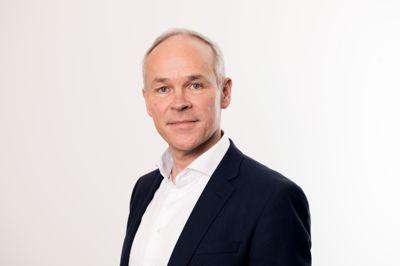 Kunnskaps- og integreringsministerJan Tore Sanner (H) mener kunnskap og kompetanse er nøkkelen til bedre integrering og overfører derfor flere årsverk til fylkeskommunene. Foto: Marte Garmann